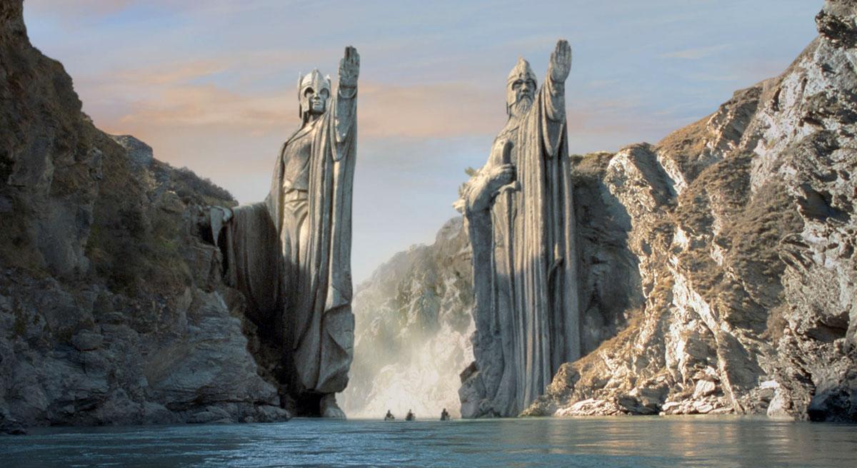 Грандиозные статуи Вождям Дунэдайн ( Властелин колец: Братство Кольца, 2001)
