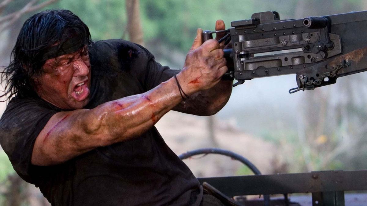 Джон Рэмбо нещадно палит в толпу военных из станкового пулемета (Рэмбо 4, 2008)