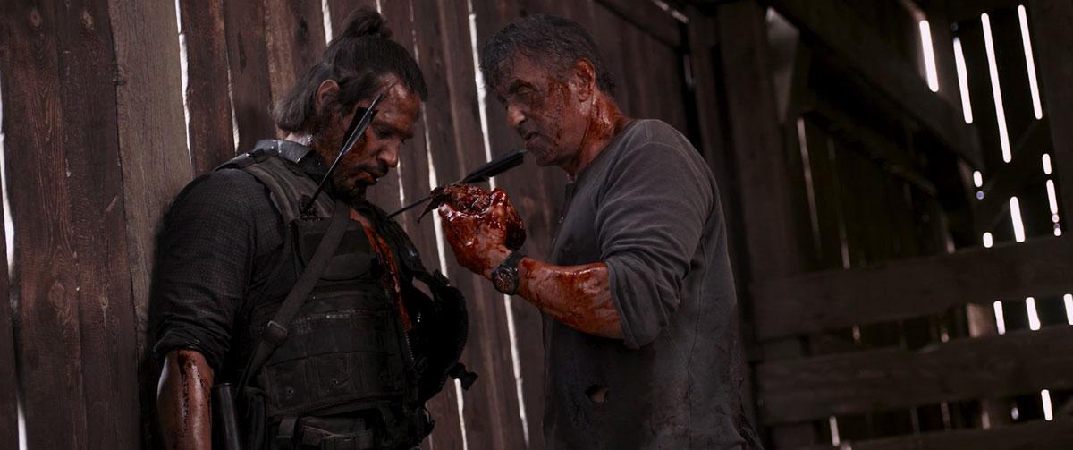 Джон Рэмбо вырезает сердце главе наркоторговцев (Рэмбо: Последняя кровь, 2019)