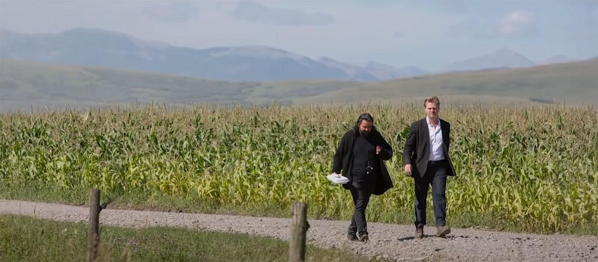 Кристофер Нолан во время подбора локации кукурузного поля для действий фильма Интерстеллар