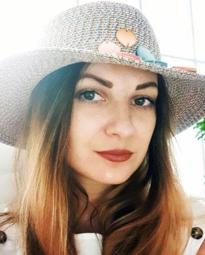 Шатрова Светлана - генеральный директор Альфин групп, по совместительству бармен Сергея Ротина
