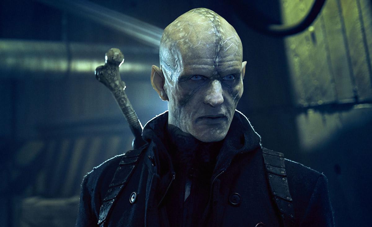 Сын Хозяина - Мистер Куинлан (Рожденный), пытается много веков бороться со стригоями