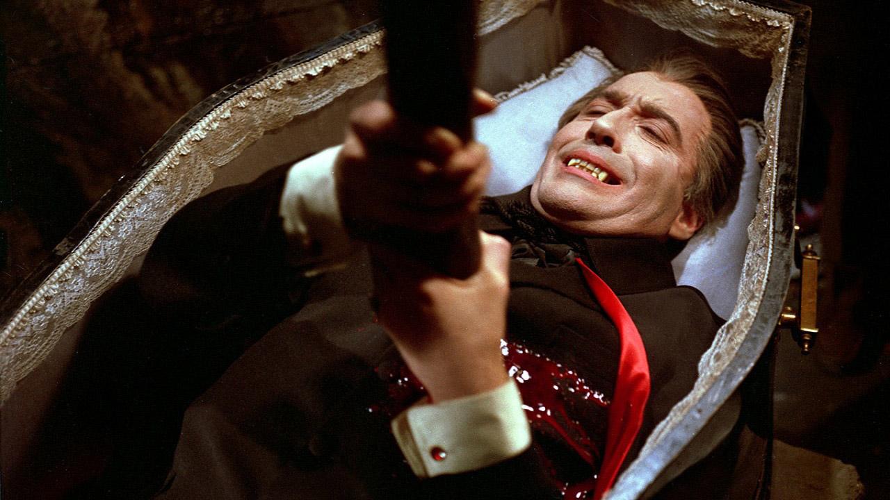 Смерть графа Дракулы - воткнутый в сердце осиновый кол