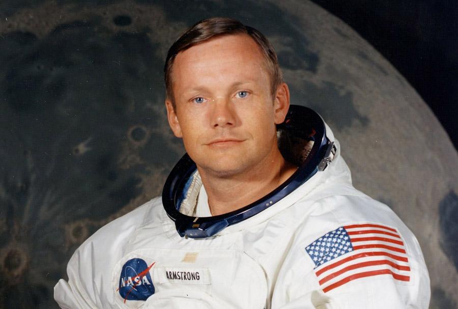 Нил Армстронг - первый человек, ступивший на Луну
