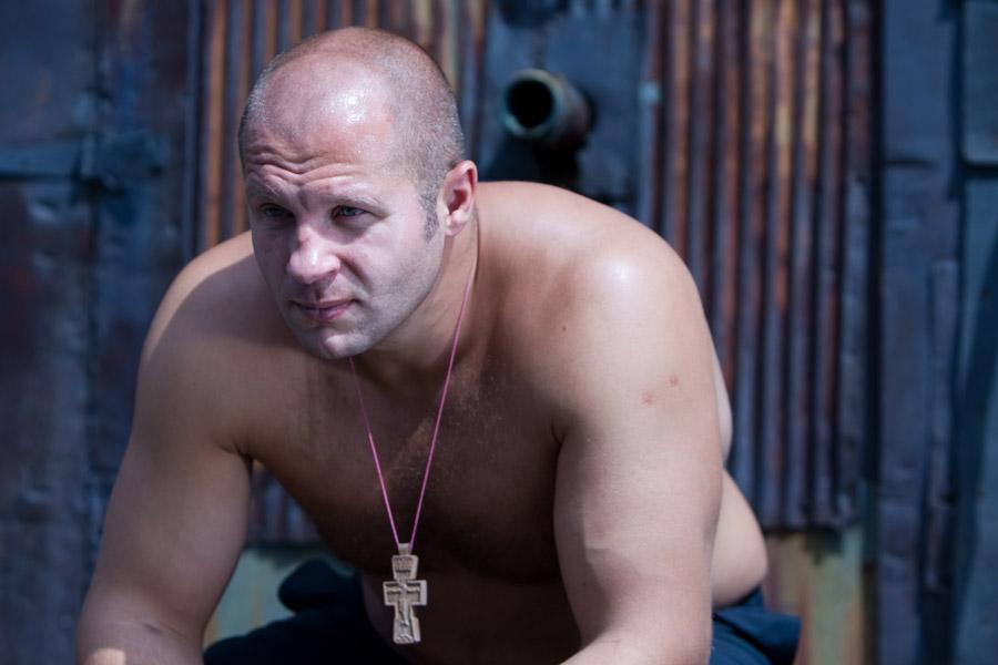 Федор Емельяненко с деревянным нательным крестом