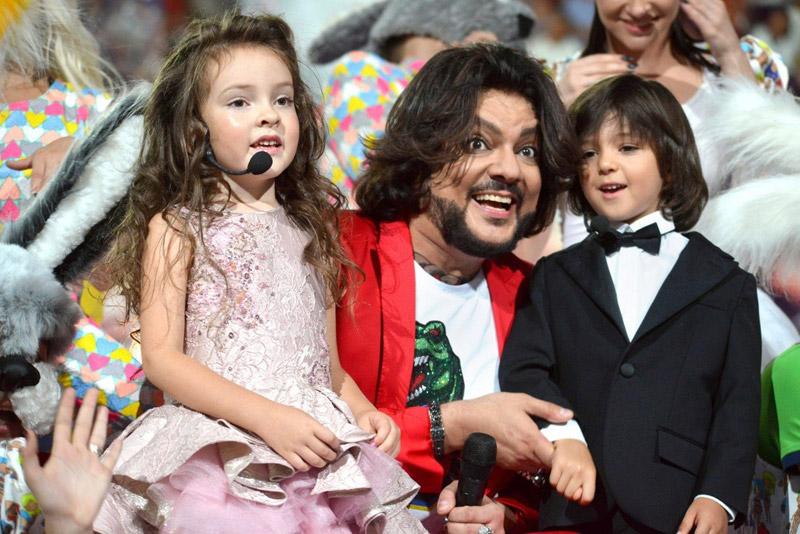 Филипп Киркоров со своими детьми: дочь Алла-Виктория и сын Мартин-Кристин