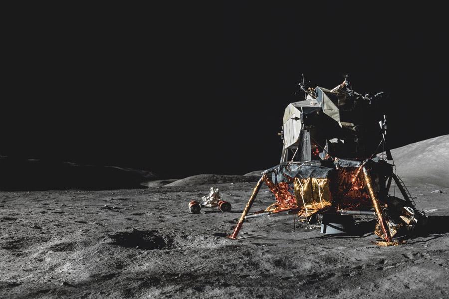 Лунный модуль на поверхности Луны
