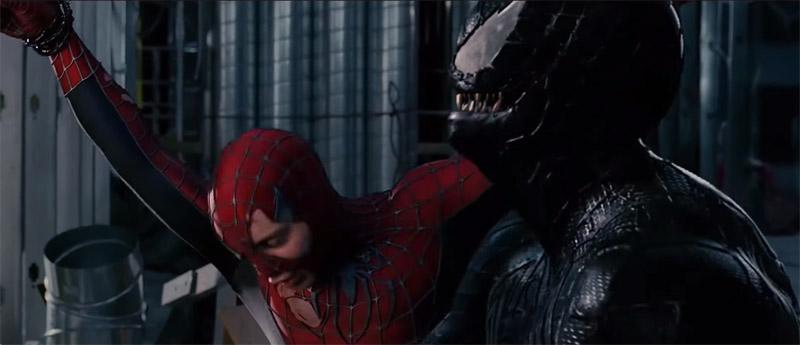 Симбиот Веном сражается с Человеком Пауком